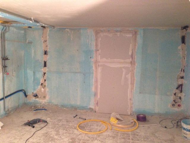 Zugang ins Haus verschlossen, Wände und Türen neu verputzen