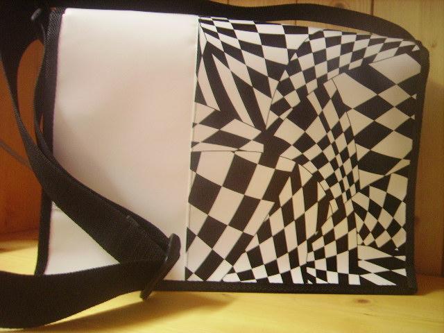 Blachentasche Handtasche Schweizer Handarbeit Blachandwhite