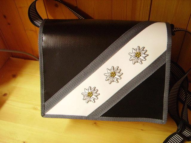Blachentasche Handtasche Schweizer Handarbeit Edelweiss
