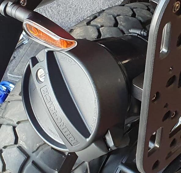 Rhino-Rack - conduit locking end cap - Guzzi V85